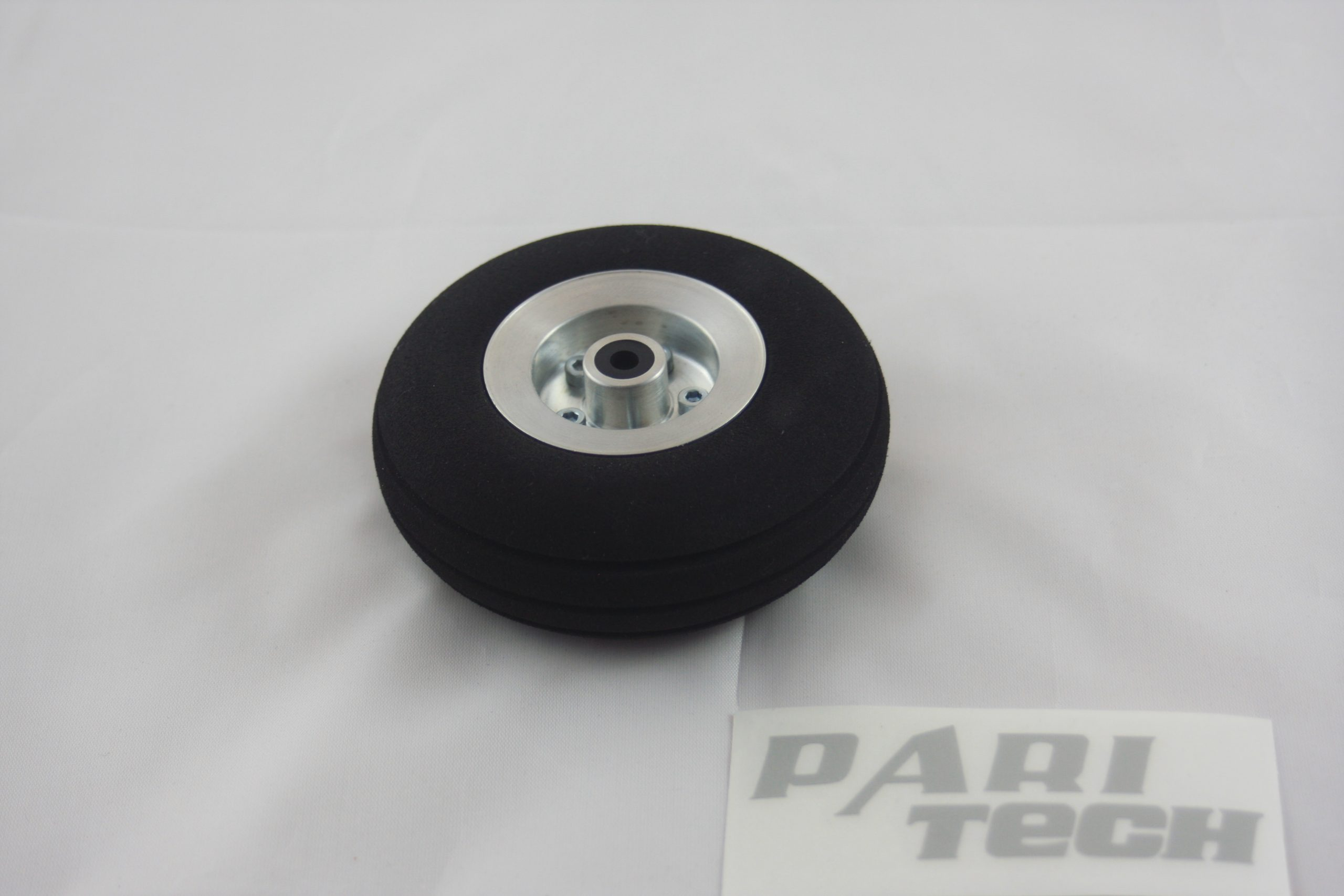85 mm wheel with rim made of aluminium