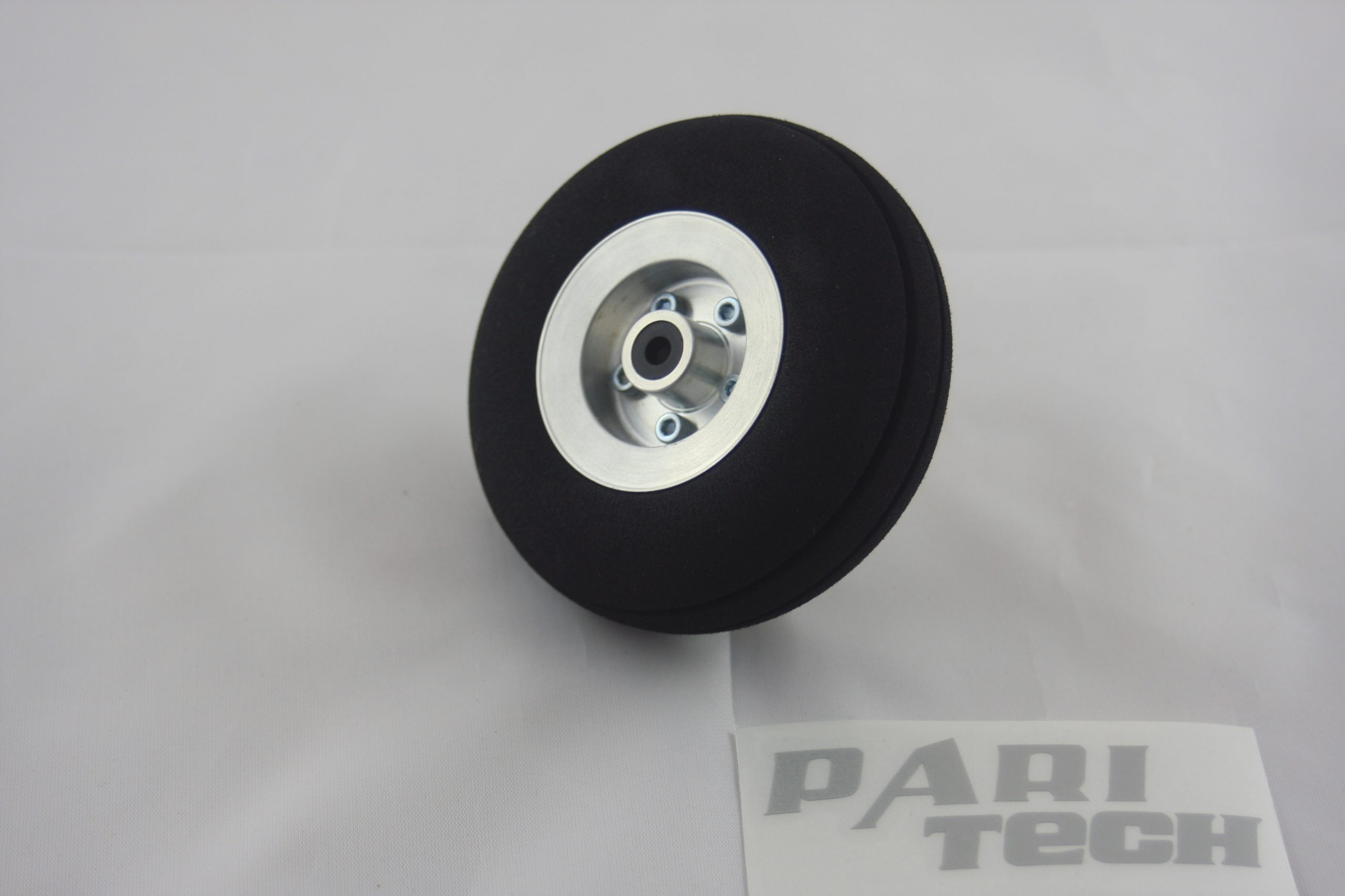 100 mm wheel with rim made of aluminium
